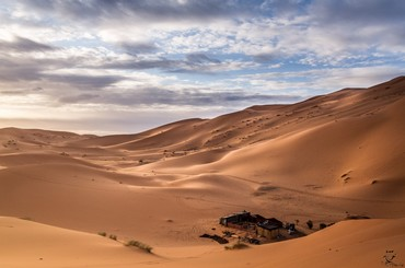 Classic overnight stay in Erg Chebbi dunes